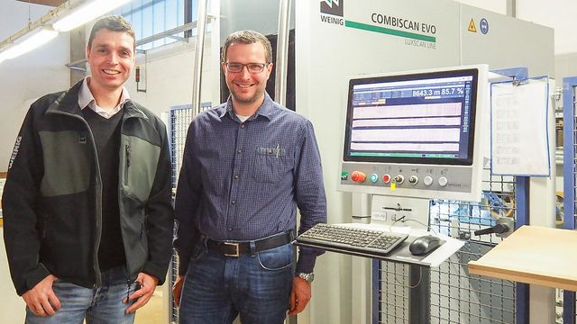 Keen on the CombiScan Evo C200: Jörn Dittgen of Luxscan and Rainer Weitzenbürger, Head of Production at Möbelwerke Decker (from left)